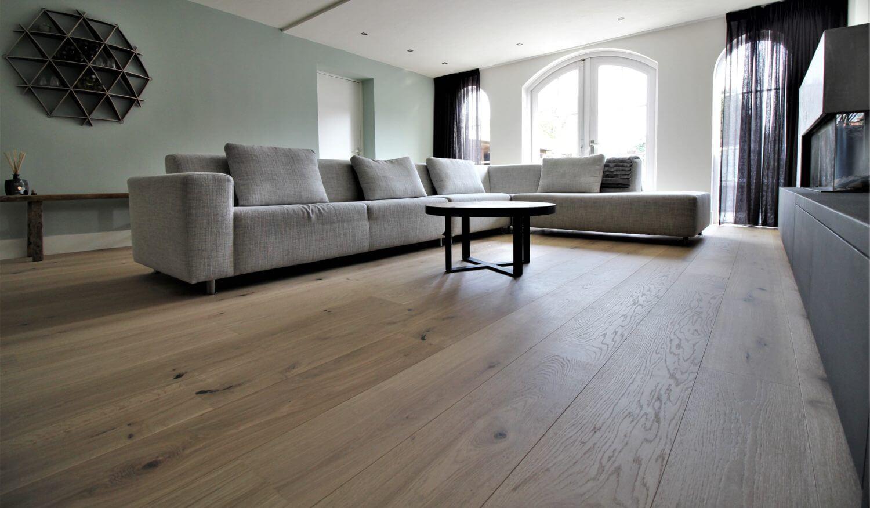 Bauwerk Casapark eiken lamelparket 45 sortering in de kleur Crema B-Protect gelakte vloer. De vloer heeft wat weg van een onbehandelde uitstraling.