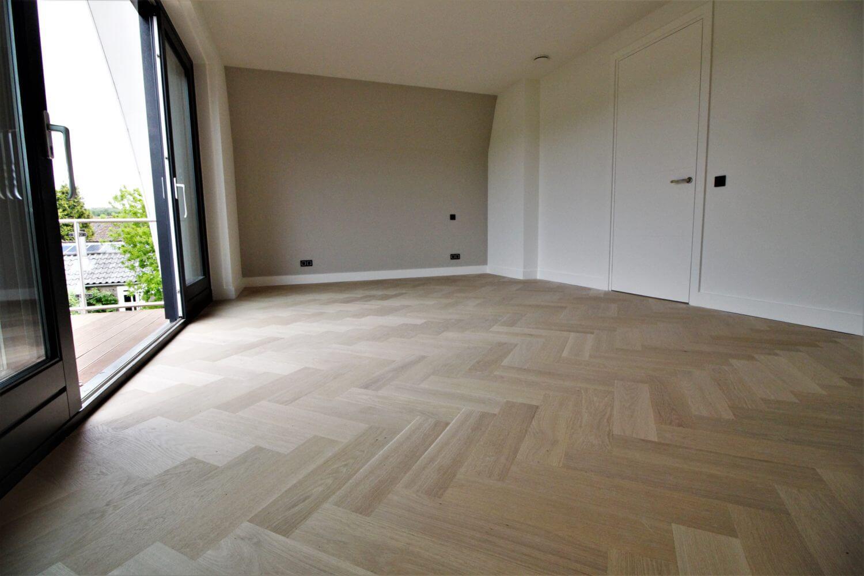 EIken Bauwerk visgraat parket, genoemd de Quadrato. Eiken visgraat lamelparket geleged door Vloerenhuis Amsterdam. Deze vloer is geleged op vloerverwarming, hout in combinatie met vloerverwarming kan dus!