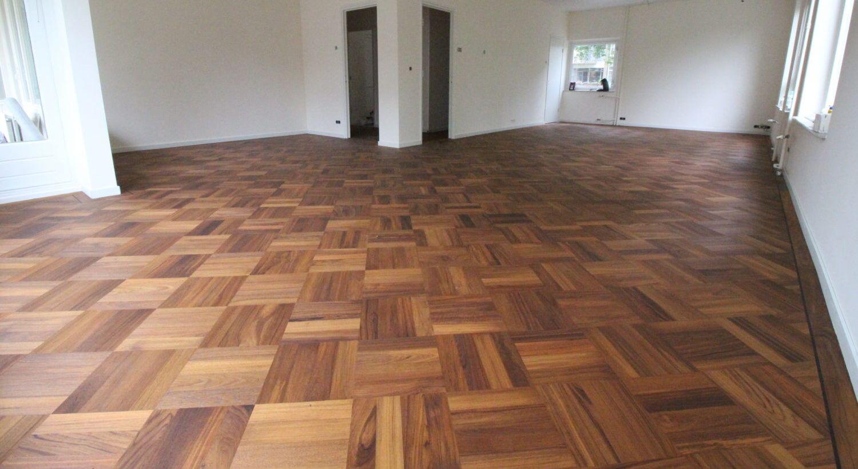 Patroonvloer carreaux gelegd massief tapis vloer diagonaal gelegd in Amsterdam Zuid. Visgraat Carreaux paneel.
