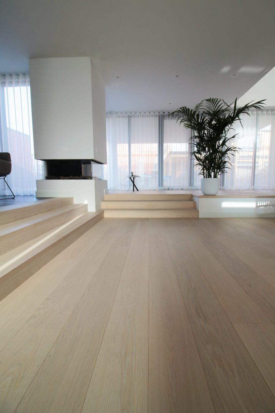 Lange en brede Eiken planken op vloerverwarming in Amsterdam van het merk Bauwerk parket