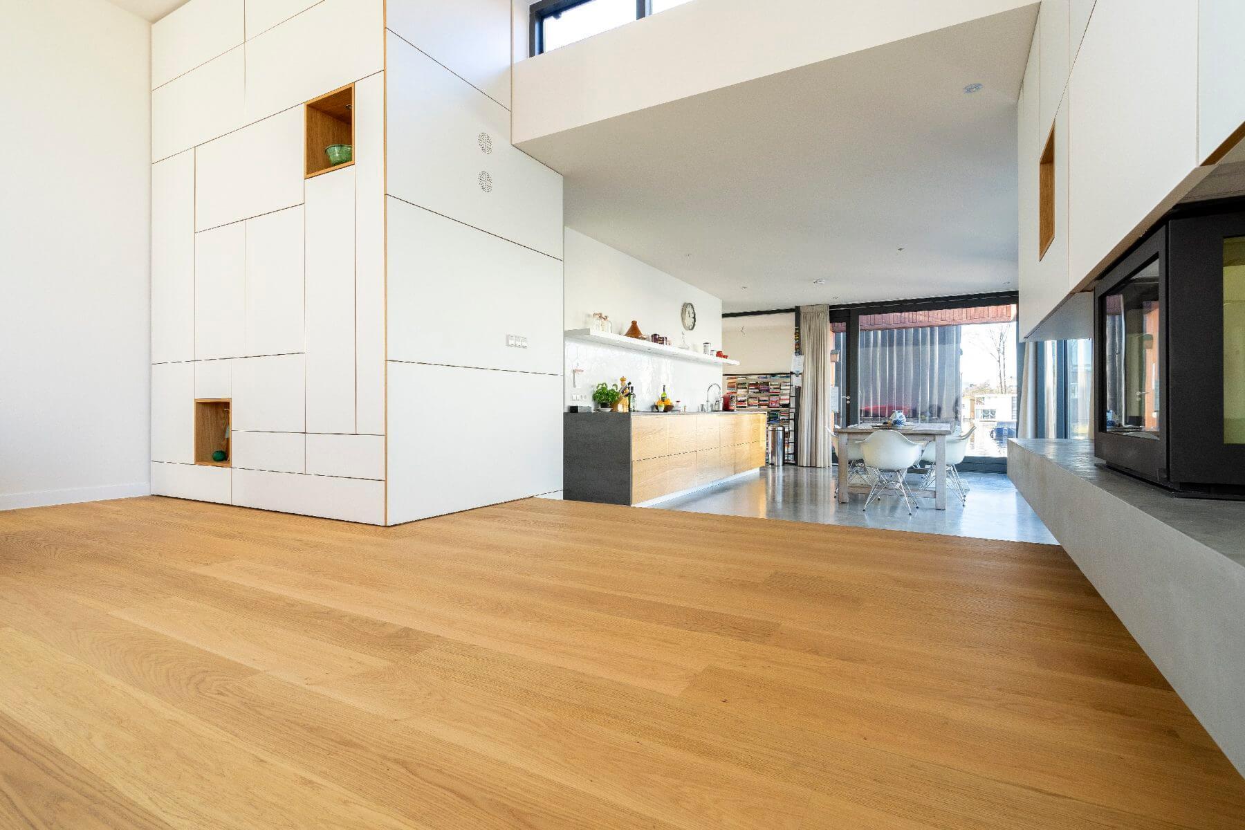 Eiken planken vloer op vloerverwarming met Bauwerk Parket.