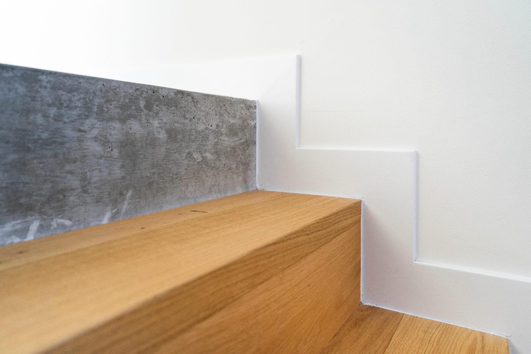 Plintafwerking met traptreden, hout met cement combineren
